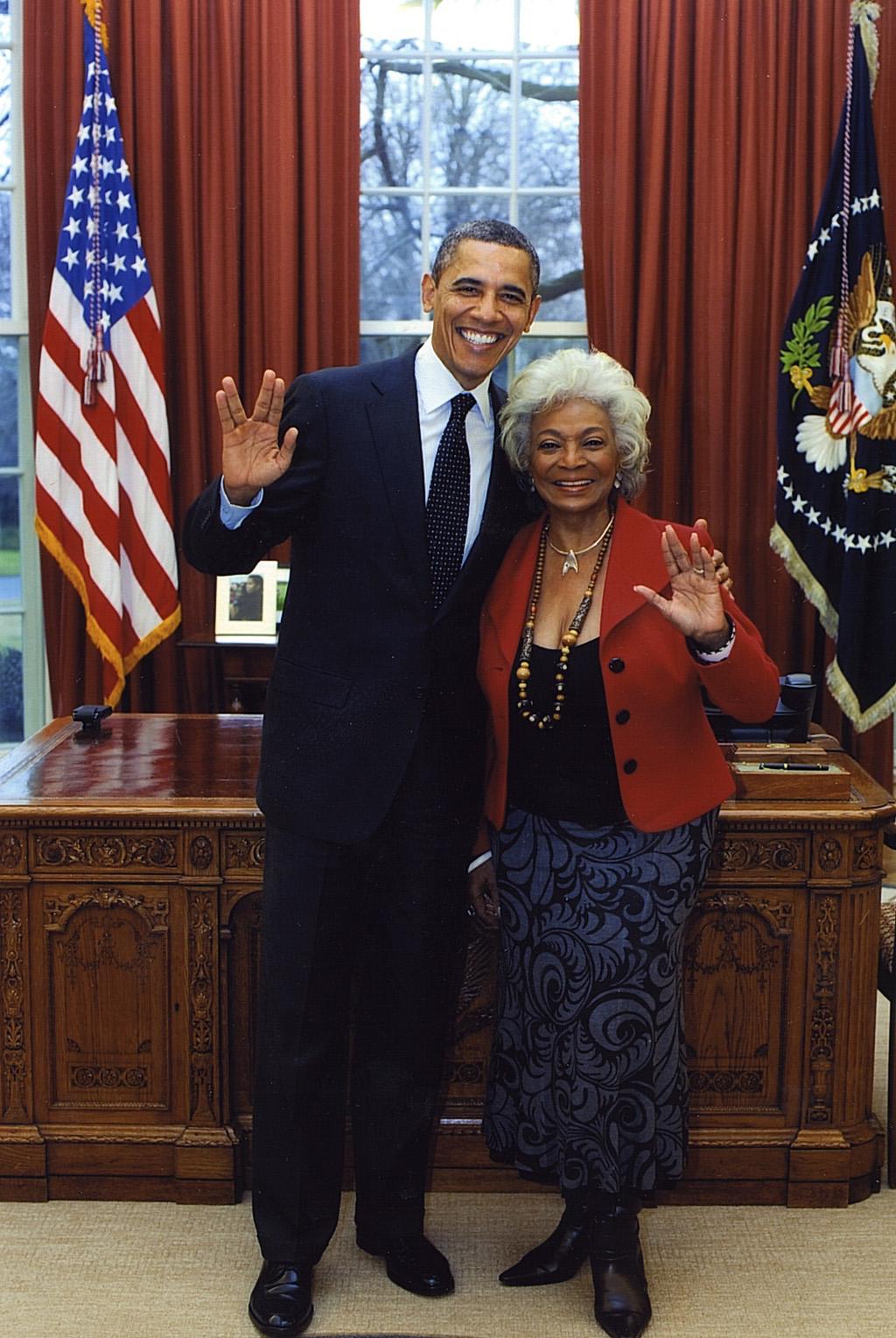 President Obama & Nichelle Nichols at the White House do the Vulcan Salute